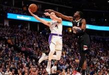 James y Davis lideraron triunfo de los Lakers