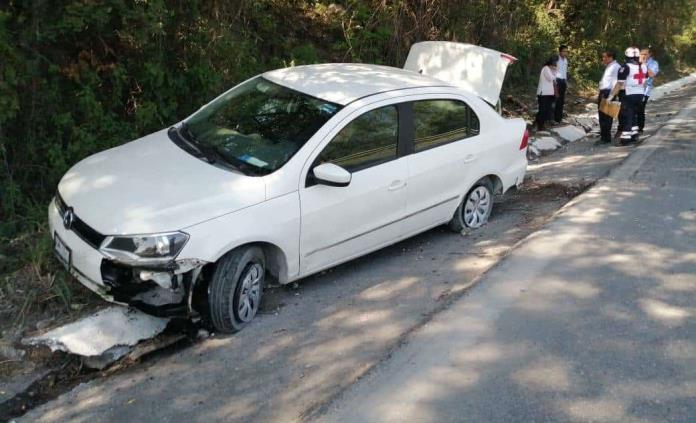 Doctora sufre accidente automovilístico y su acompañante resulta lesionada