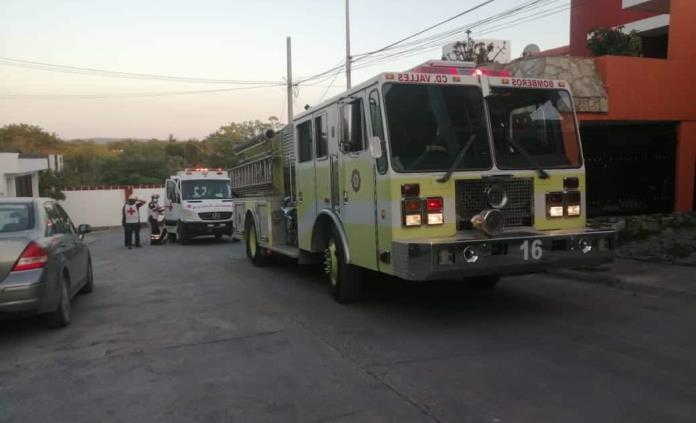 Por fuga de gas explota cocina de una casa; hay dos heridos