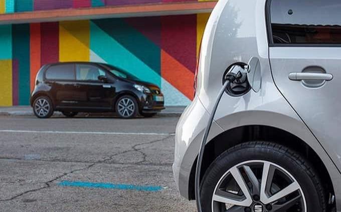 Costosos, seguros de autos eléctricos