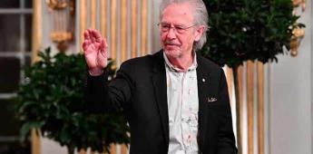 El premio Nobel Peter Handke, galardonado en la República Serbia