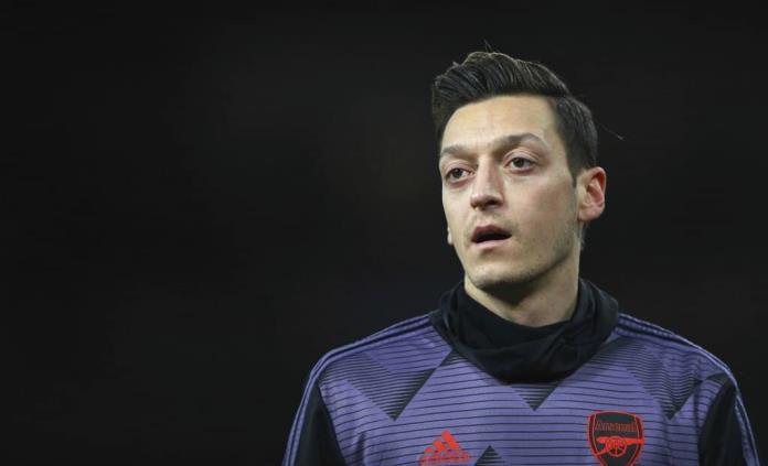 Özil recibió un bono de 8 millones de libras por lealtad al renovar con Arsenal