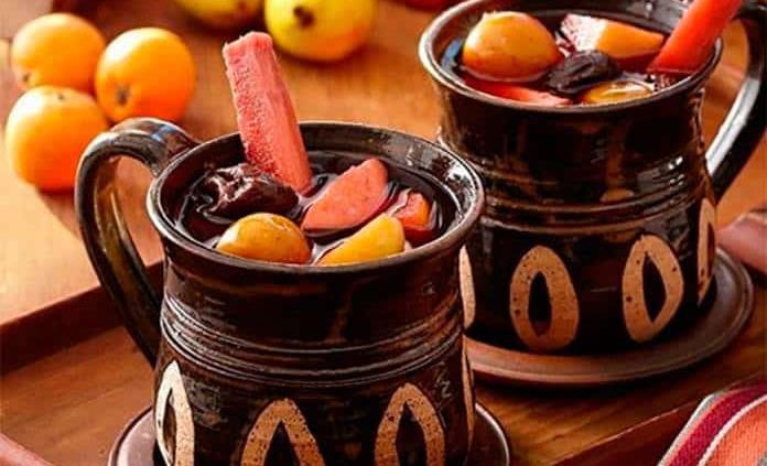 ¿Cómo preparar un ponche diferente con frutos rojos y vino rosado?