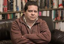 """Julián Herbert narra fragmentos de """"Canción de tumba"""""""