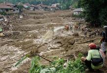 Deslaves dejan 60 muertos en Yakarta