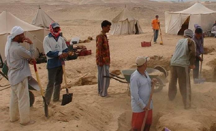 Hallan en Egipto bloques con grabados históricos