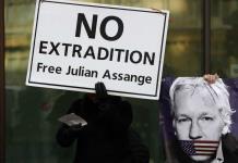 Assange va a tribunal y resiste extradición a EEUU