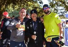 Atletas perseverantes en la Carrera del 40 aniversario del CAFA