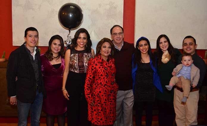 Fernando Cabrero Lobato recibe sorpresas en su cumpleaños