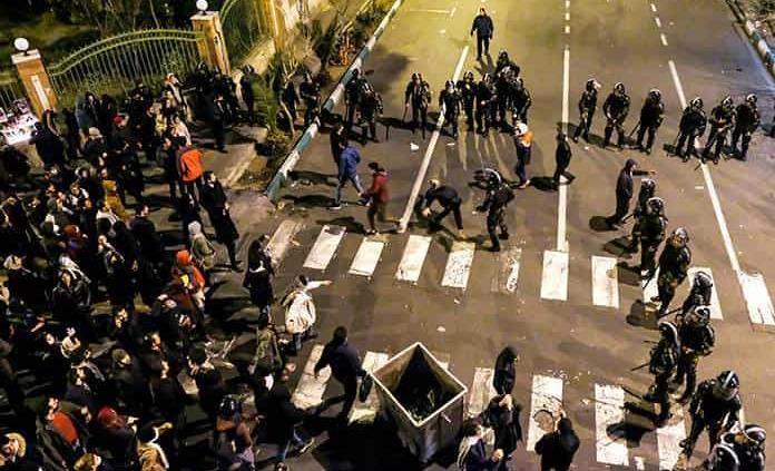 Irán reprime a manifestantes
