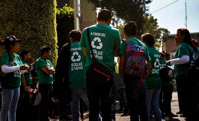 Protestan a favor del uso de bolsa de plástico en CDMX