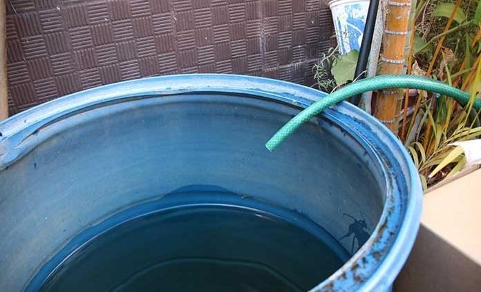 Sufren falta de agua vecinos de la zona centro