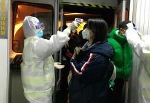 China autoriza pruebas de primera vacuna contra coronavirus por aerosol nasal