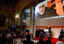 Tengo adicción a la escritura, dice Guillermo Arriaga tras ganar el Premio Alfaguara