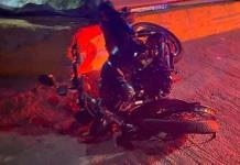 Motociclista sufre fuerte accidente