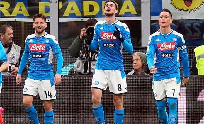 Napoli gana en casa del Inter al abrir semis de Copa Italia