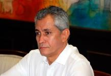 """Exgobernador de Colima se """"entrega"""""""