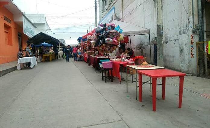 Pocos comerciantes se instalan en el Tianguis del Amor