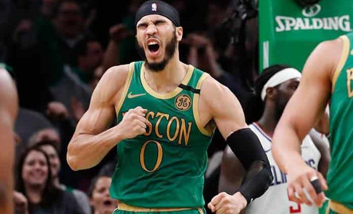 Tatum aporta 39 puntos; Celtics ganan en 2 prórrogas