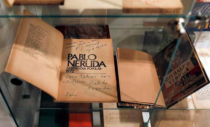 Venden el 25 % de la subasta de la mayor colección privada de Pablo Neruda