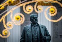 Rusia cierra el mausoleo de Lenin; alerta en Moscú
