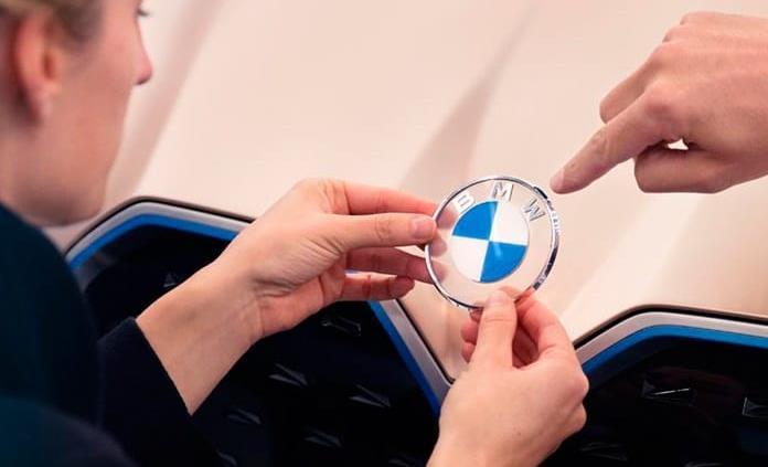 BMW renueva por completo su logo