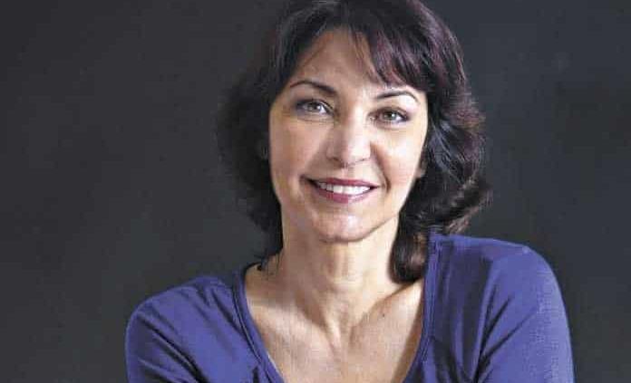Daína Chaviano gana premio a mejor libro en español