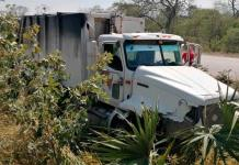 Empleados del Ayuntamiento de Valles sufren accidente en camión recolector de basura