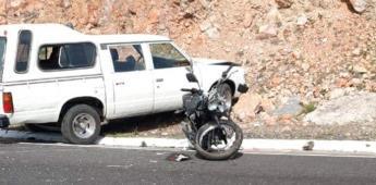 Fallece motociclista al chocar contra una camioneta