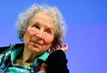 Margaret Atwood advierte que el planeta está amenazado como en su distopía