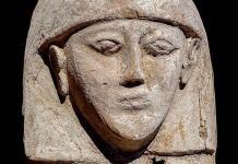 Encuentran una momia de 3,600 años y su ajuar en Luxor