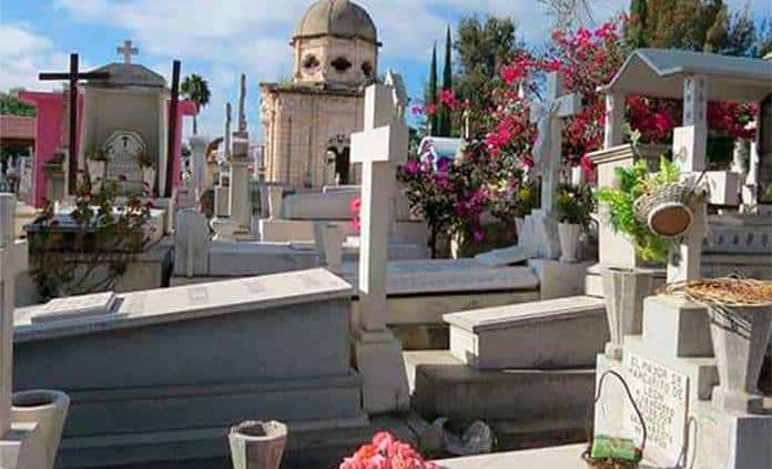 Habrá acceso controlado en panteones para el Día de Muertos