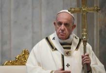 Papa Francisco honra a sacerdotes y médicos que fallecieron por coronavirus