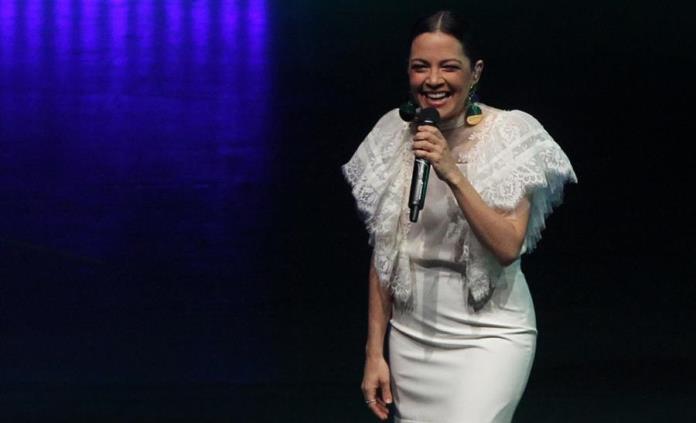 Lafourcade celebra que folclore mexicano recorra el mundo