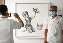 Banksy logra récord en la subasta de su obra dedicada a trabajadores sanitarios