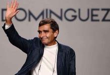 Adolfo Domínguez, a los 70 años, resurge con siluetas orgánicas y fluídas