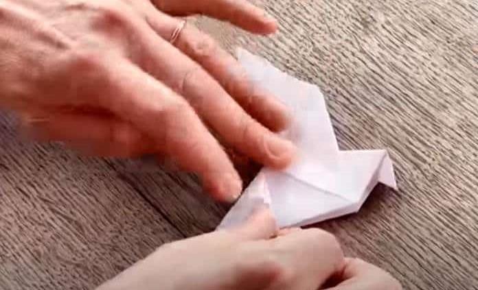 Realizan una instalación de 10 mil origamis en Bélgica para recaudar fondos contra el coronavirus