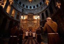 Silencio entre rezos: así es la vida religiosa en un Santo Sepulcro confinado (FOTOS)