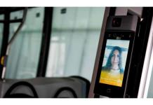 Crean autobuses con termómetros, cámaras, purificadores y mamparas anti COVID-19