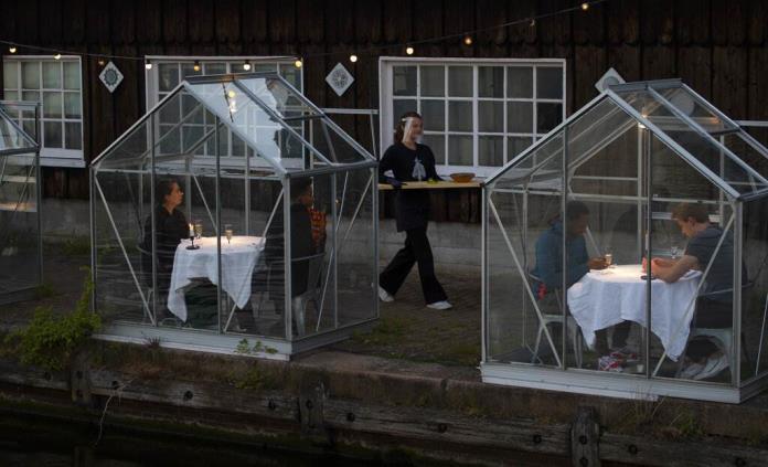 Restaurantes se ponen creativos para reabrir en pandemia