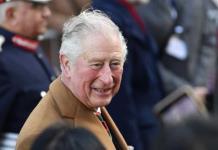 Príncipe Carlos asegura que tuvo suerte con el COVID-19