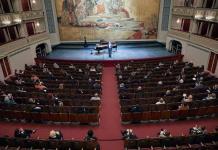 La Ópera de Viena afronta el reto de la COVID con mascarillas y sin bravos