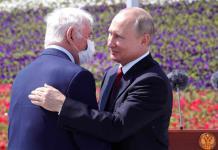 Putin asiste a su primera ceremonia pública tras encierro