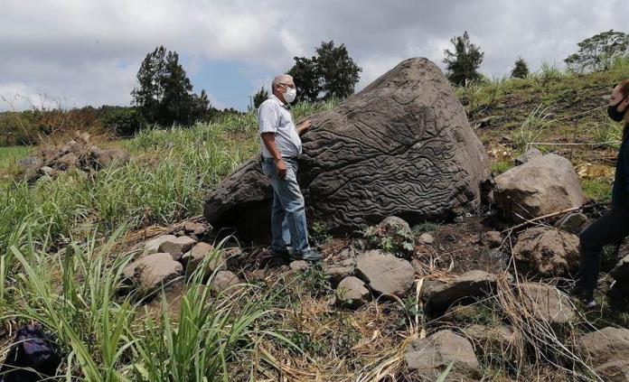 México registra petroglifo usado como piedra-mapa hace unos dos mil años