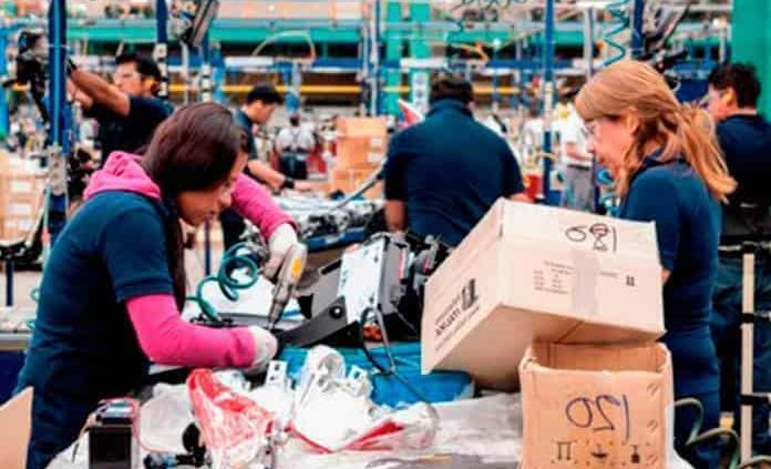 Economía habría caído 6.2% a tasa anual en octubre, estima Inegi