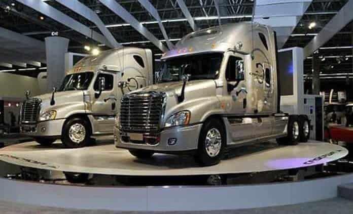 Producción de camiones pesados disminuye 20% en septiembre