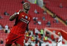 Liverpool exhibe feroz ataque y está a un palmo del título