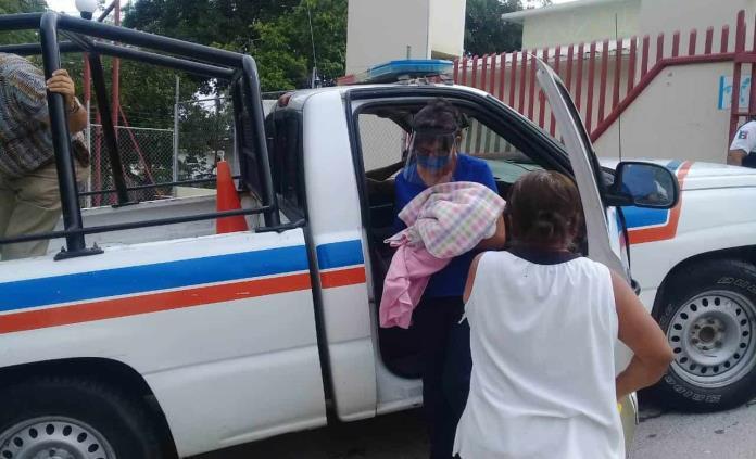 Mujer da a luz en una letrina en San Vicente y su bebé sobrevive
