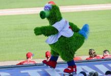 La MLB da marcha atrás y permite mascotas en estadios
