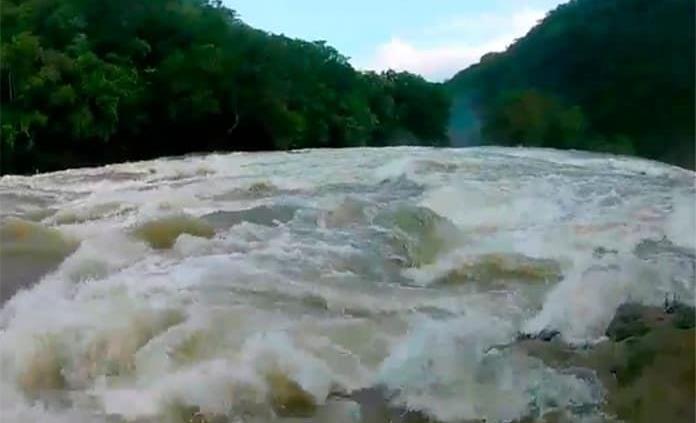 Desaparecen dos hombres tras caer en las Cascadas de Tamul